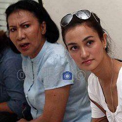 Atiqah Hasiholan Menikah, Ratna Sarumpaet Istirahat Sementara dari Dunia Aktivis