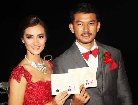 Rio Dewanto dan Atiqah Hasiholan Akhirnya Resmi Menikah