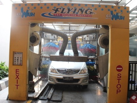 Tarif Cuci Mobil Secara Manual Dan Robotic