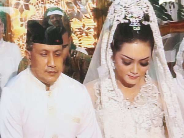 Suasana Pernikahan Bella Saphira dan Mayor Jenderal Agus