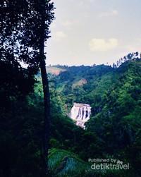 Jalur trekking menuju Curug Malela