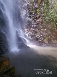 Air Terjun Tirtosari Dan Kolam