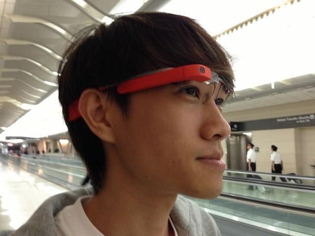 Menjajal Sensasi Google Glass