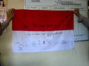 Bendera Merah Putih Penuh Coretan Ditemukan Di Lamongan