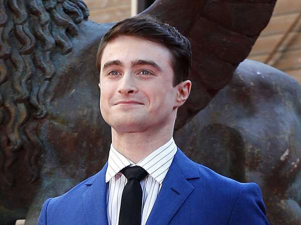 Gaya Necis Daniel Radcliffe di Premiere Kill Your Darling