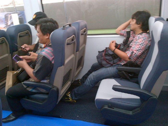 Suasana Dalam Kereta KNIA