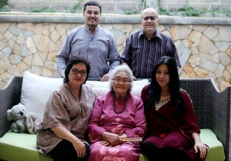 Keluarga Sungkar Kecil Di Bengkel Besar Di Lintasan