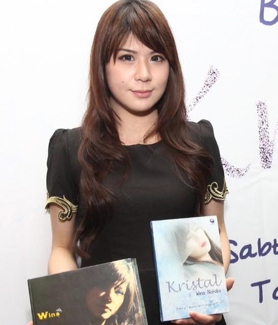 Wina Natalia Luncurkan Album dan Novel Perdana