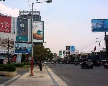 Papan Iklan Dan Videotron Menjamur Surabaya Seperti Hutan Reklame