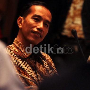 Banyak yang Ngajak Foto Bareng, Jokowi Pede Merasa Ganteng
