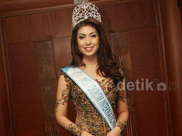 Miss Tourism International Anggun Berkebaya