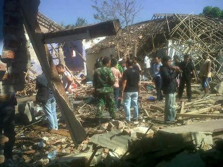 Ledakan di Bondowoso, Diduga Ada Korban Tertimbun Reruntuhan Rumah