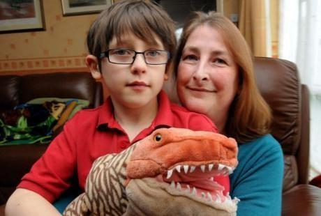 Josh dan ibunya (Foto: SWNS)