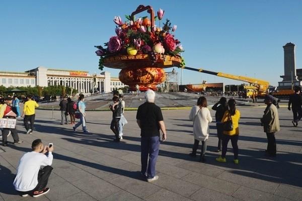 Monumen vas buah di Lapangan Tiananmen (South China Morning Post)