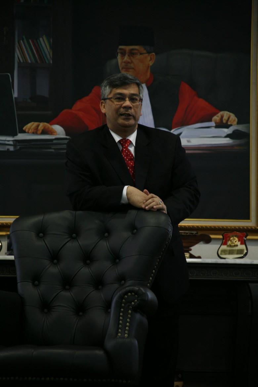 Pernah Jadi Penyemir Sepatu, Ketua MK itu Akhirnya Ditangkap KPK