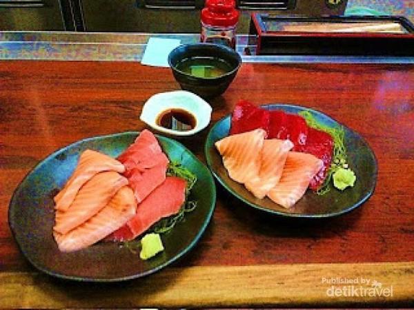 Makan Sashimi Di Pasar Ikan Terbesar Sedunia Di Tokyo