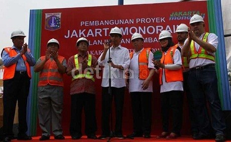 Jokowi saat groundbreaking proyek monorel di Jl HR Rasuna Said, Jakarta