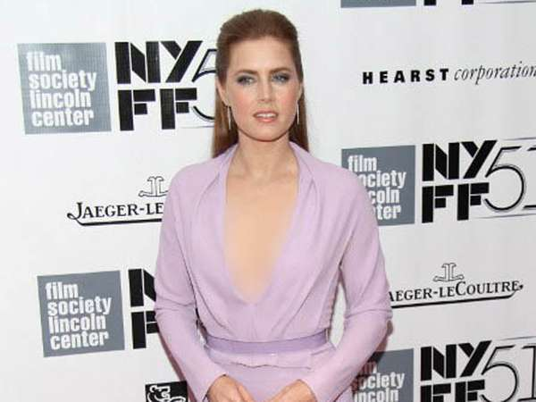 Amy Adams Seksi di Premiere Her
