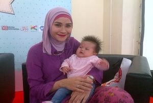 Pengalaman Zaskia Menyusui Anak Pertama, Sering Nangis Kesakitan