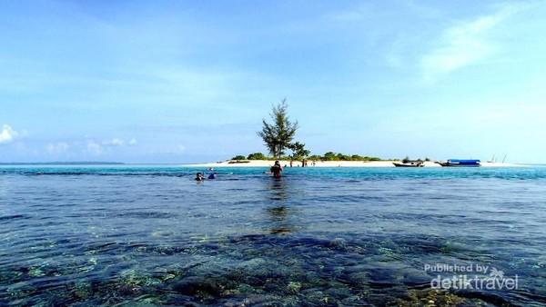 Pulau Kecil Nan Cantik