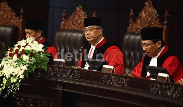 KPK Geledah Rumah Walikota Palembang, Ada Aroma Tak Sedap Saat Sidang di MK?