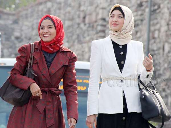 Acha Septriasa dan Raline Shah Berhijab di Turki