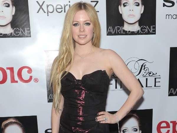 Rilis Album Baru, Avril Lavigne Tampil Feminin