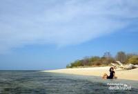 Menikmati private island di Gili Kondo