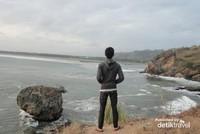 Memandang laut lepas selatan Jawa.