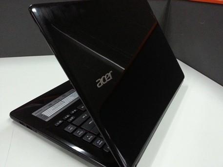 Acer Aspire E1: Elegan Tak Harus Mahal