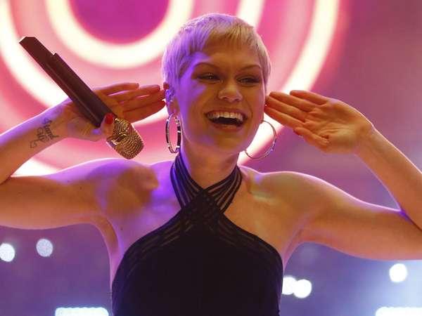 Senyum Sumringah Jessie J di London