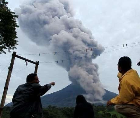 Gunung Sinabung Erupsi Lagi, Tinggi Letusan Capai 10 Km