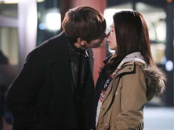 Momen-momen Mesra Lee Min Ho dan Park Shin Hye