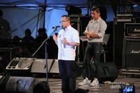 Bupati Banyuwangi, Pak Azwar Anas membuka acara