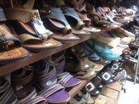 Di sini juga jual sepatu batik