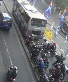Catat! Hari ini Denda Maksimal Bagi Pelanggar Busway Diberlakukan