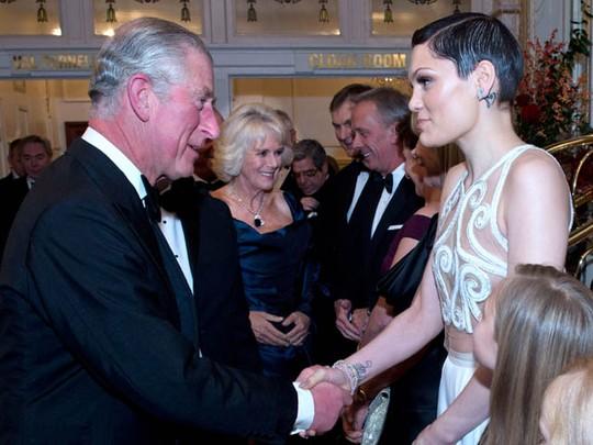 Bertemu Pangeran Charles, Jessie J Tampil Seksi
