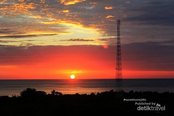 Sunset dari puncak bukit Teletubbies