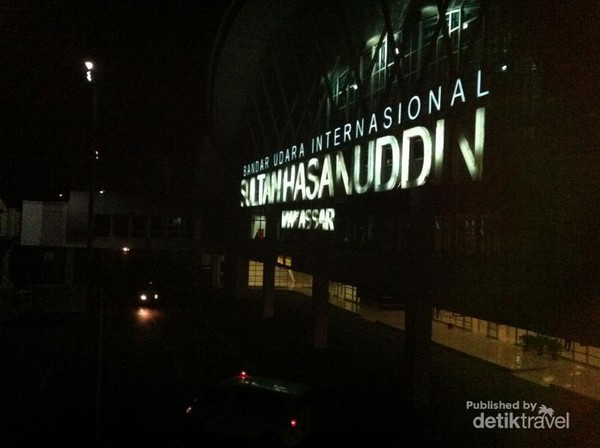 Bandara Sultan Hasanuddin di Malam Hari