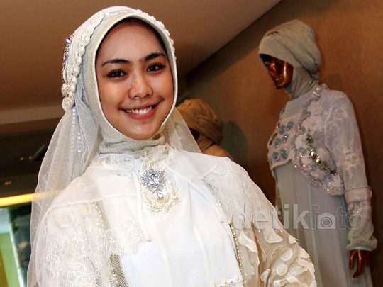 Persiapan Pernikahan Oki Setiana Dewi dengan Ory Vitrio