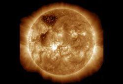 Ada Badai Matahari: Satelit Terganggu, Manusia Aman