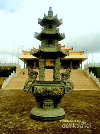 Vihara  Avalokitesvara Graha Tanjungpinang merupakan vihara terbesar di Asia Tenggara.