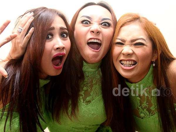 Pose Rawr Trio Macan