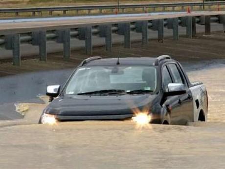 5 Mobil yang Tangguh Terabas Banjir