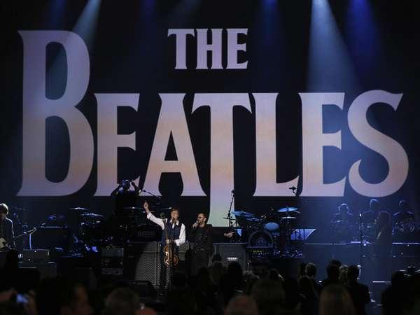 Aksi Panggung Para Musisi di Konser Salute To The Beatles