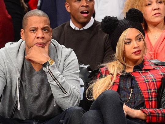 Jay Z dan Beyonce Asyik Nonton Basket