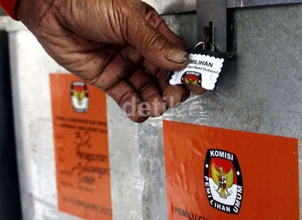 Bilik dan Kotak Suara Pemilu di Jakarta Pakai Kardus