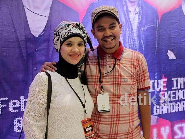 Indra Bekti dan Istri Kencan di Konser MLTR