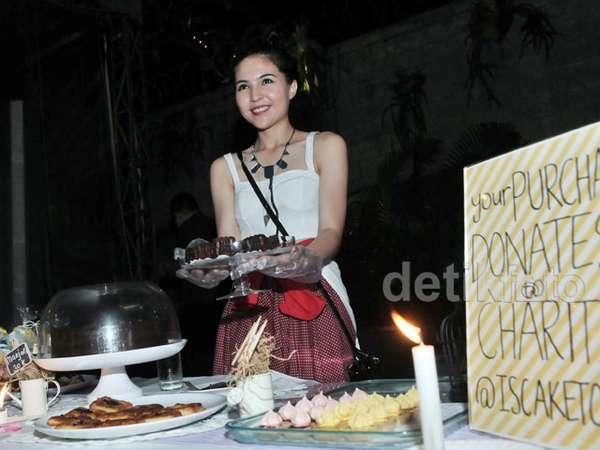 Si Cantik Olivia Jensen Jualan Kue