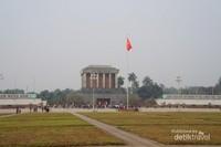 Alun-alun di sekitar makam Ho Chi Minh